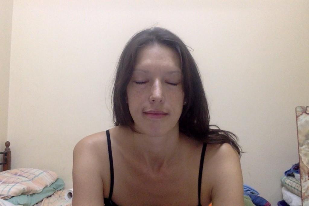 Джулия Рай медитирует